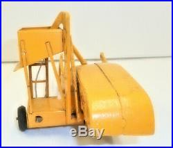 1/25 Slik Minneapolis-Moline #69 Toy Tractor Pull Type Combine