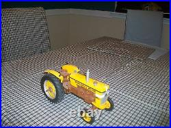 Minneapolis Moline M602 toy tractor 1/16 (Oliver) wide front