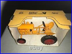 Minneapolis Moline Model V 1/16 DieCast Tractor Pioneer Collectibles NOS 1988